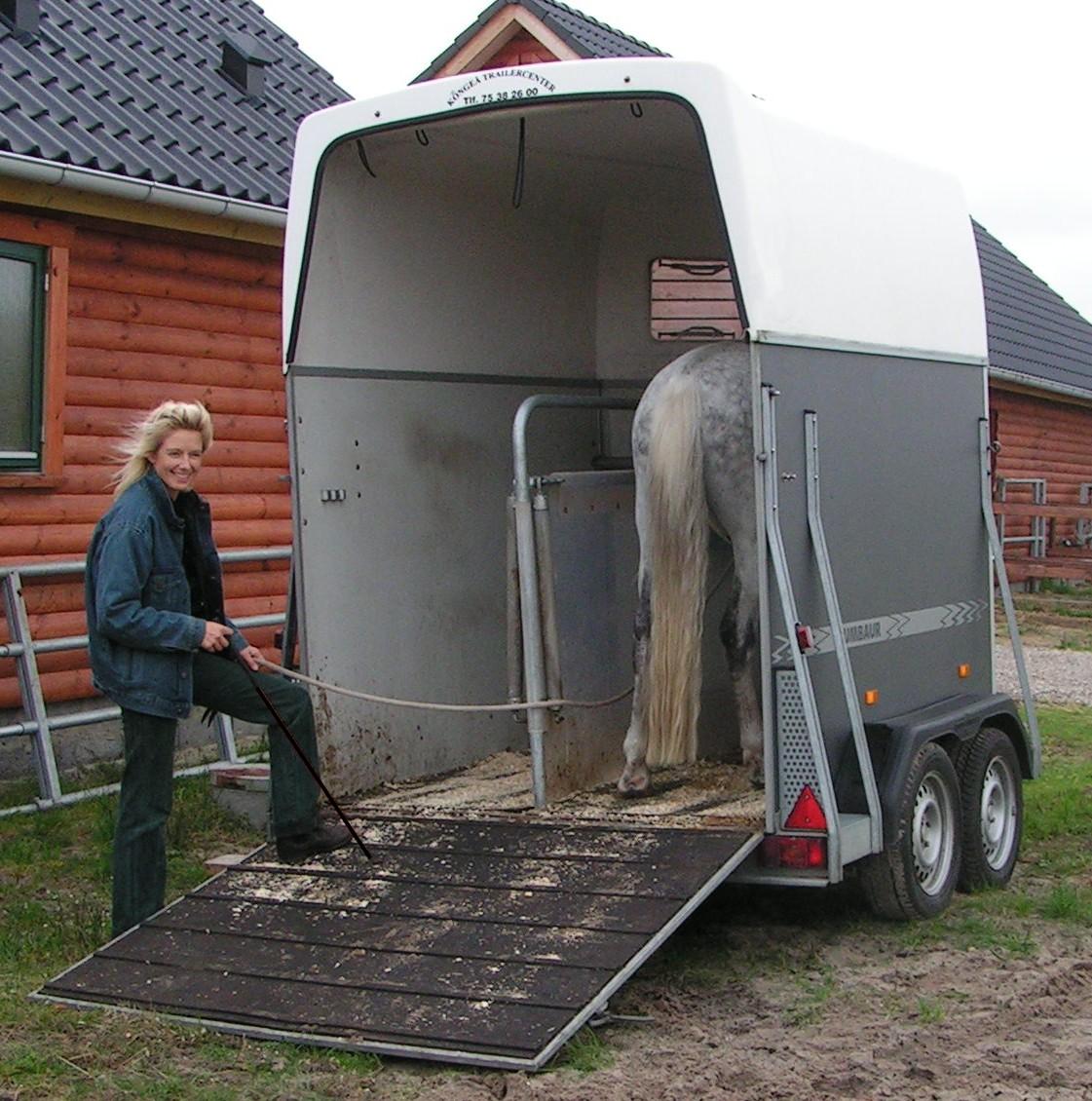 ældrer langt ned i halsen trailer
